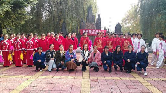 安阳海关志愿者走进社区开展重阳节志愿活动