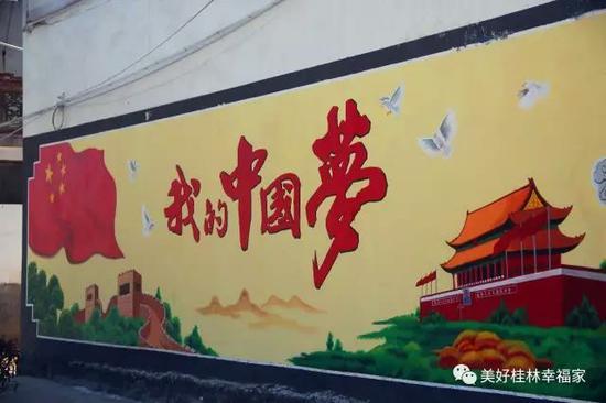 鲜明的文化墙向过往行人讲述着社会主义核心价值观,传递着社会正能量
